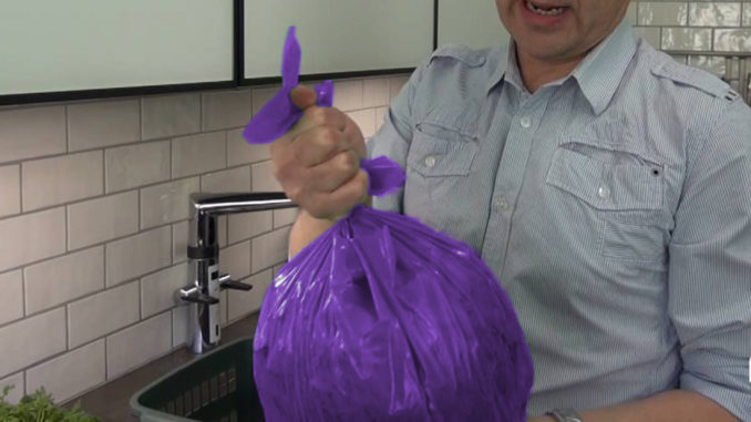 Telge Återvinnings lila påse, för mejeriprodukter. Bild: Telge