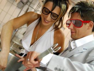 Elvira och Mikael öppnar Södertäljes första glasögonrestaurang.